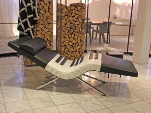 Die Designliege Loftchair ist Ihre persönliche Ruheoase:  entspannen, Beine hochlegen, Energie tanken, bequem lesen, Musik hören, fernsehen. Per Knopfdruck in Ihre Wunschposition. Akkubetrieb ohne Kabel.  #loftchair#wellnessliege#relaxliege#designmöbel#interiordesign#swissmade  www.wohn-punkt.ch