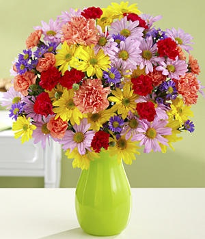 #Brighten your day with this #happy and #joyful #bouquet of #100 #Blooms of Sunshine. Bursting with energy, each flower is a reminder that #winter has passed and we are to be #celebrating the #season of #new life.