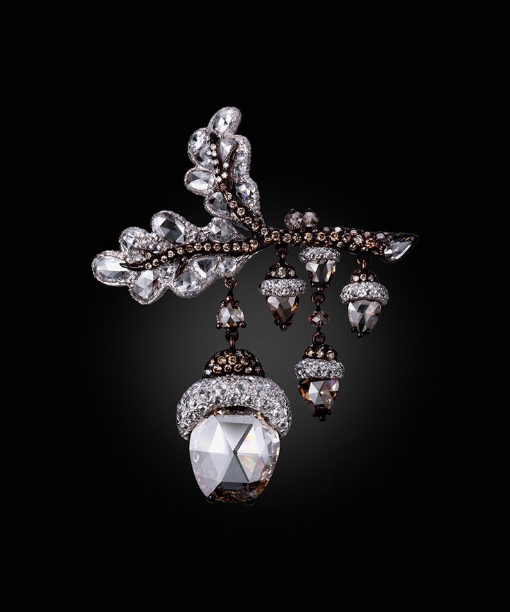 Dancing Acorns brooch by Carnet. White and fancy brown diamond brooch set in platinum and 18K rose gold.