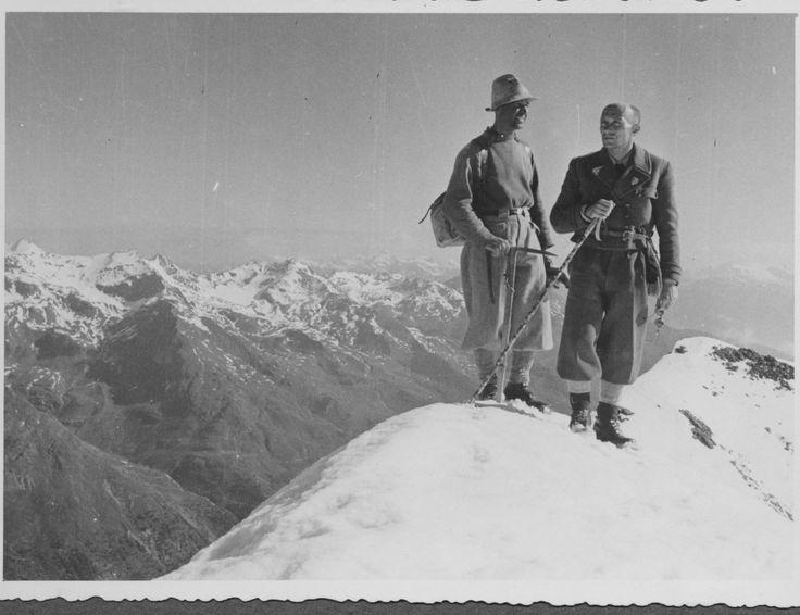 Foto storica Cai Ferrara Alpinisti in vetta, Ortles Cevedale