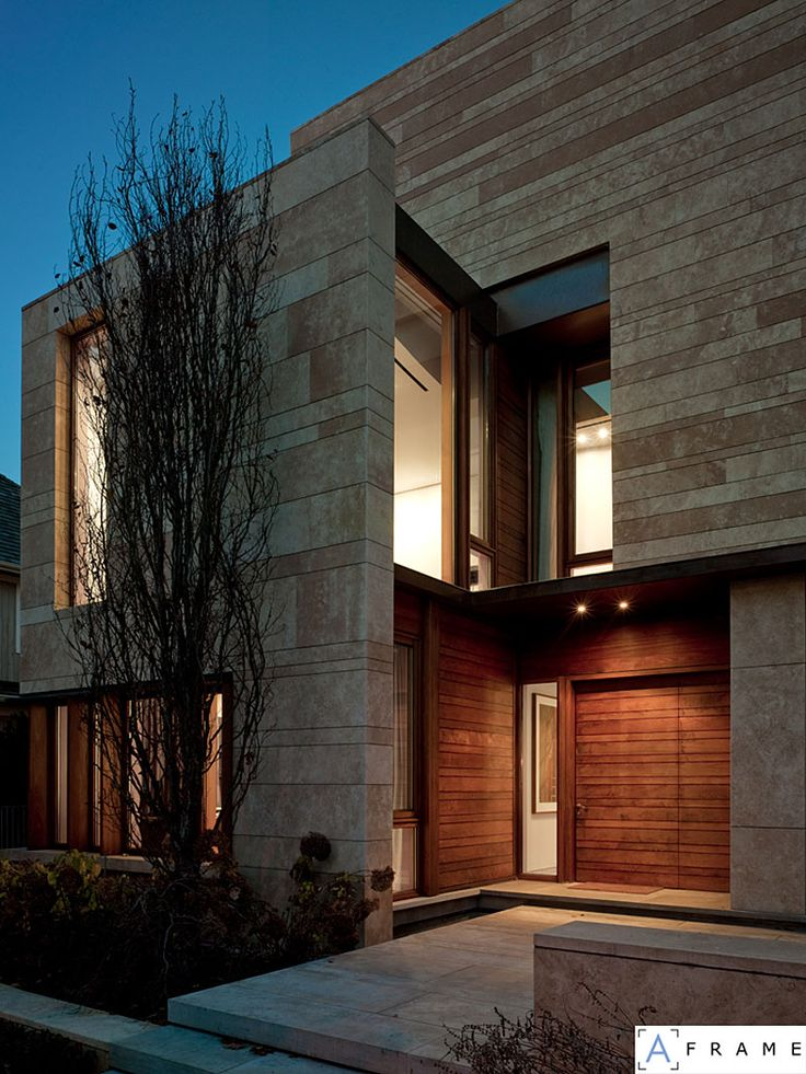 Toronto-based studio Hariri Pontarini Architects has designed the Ravine Residence project  Completed in 2006, this two story contemporary home is located in Toronto, Canada