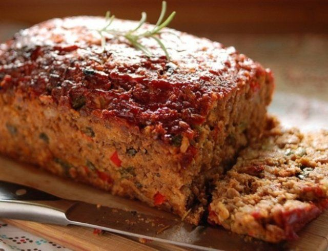 The healthy meatloaf recipe is made with lean mince and has lots of vegetables added in. It is packed with full of flavour. Beef Meatlof %%sep%% Baked meatloaf