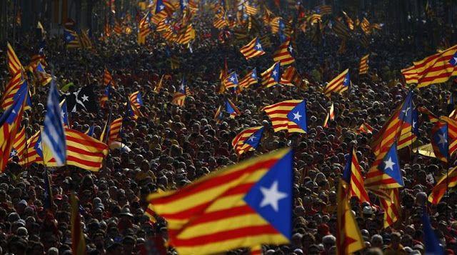 Η εφημερίδα του Βερολίνου εστιάζει στις αποσχιστικές τάσεις των Καταλανών, επιχειρώντας έναν παραλληλισμό με τις περιπτώσεις των Ελλήνων σ...