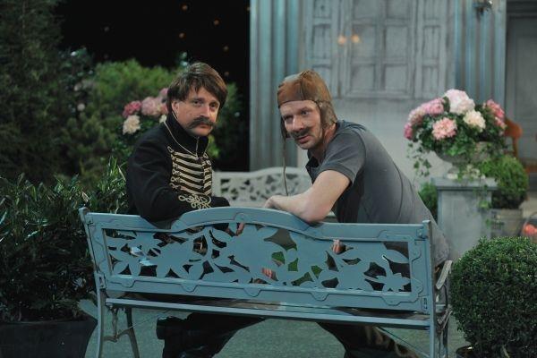 Piotr Zięba i jego slużący zamierzają sprawdzi wierność żon (fot. Jan Bogacz)
