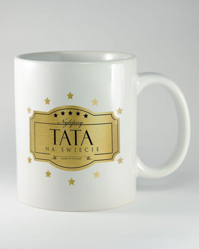 """Kubek ceramiczny z napisem """"NAJLEPSZY TATA NA ŚWIECIE. Szukasz prezentu dla taty na dzień ojca lub urodziny? Tak to będzie wspaniały pomysł! Niech ten kubek każdego ranka przy porannej kawie przypomina mu o tym, że jest najlepszym tatą na świecie."""