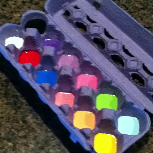 Egg Carton: perfect paint holder