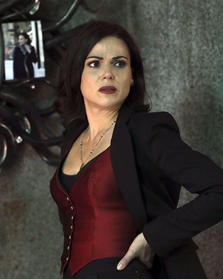 Regina Mills 6.08. Red vest + blazer