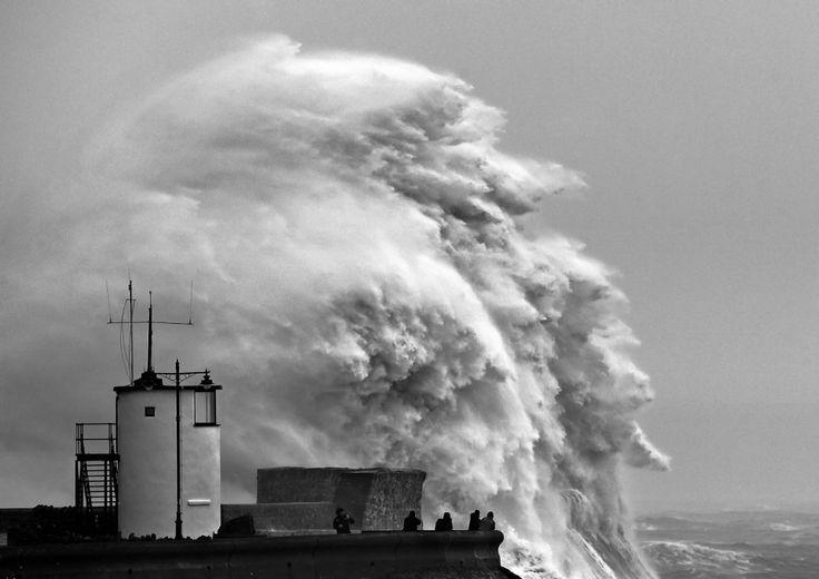 Capelli al vento e onde record: la bufera si abbatte sulla Gran Bretagna 7-8 frbruary