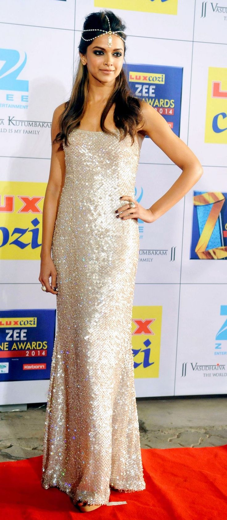 Deepika Padukone on the red carpet at the Zee Cine Awards 2014