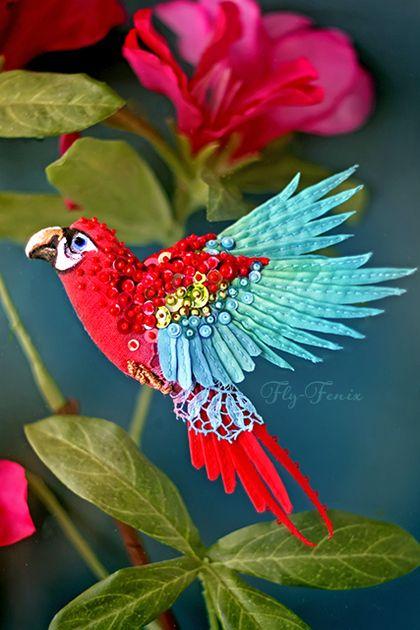Броши ручной работы. Ярмарка Мастеров - ручная работа миниатюрная брошь - Красно-синий Ара. Handmade.