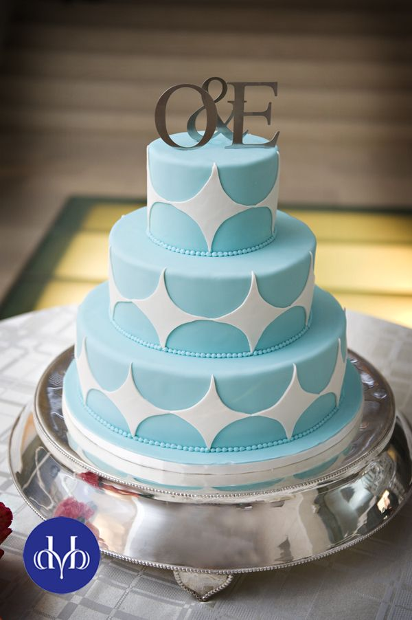 Blue and white cake. - the design, not the colours (though the colours are nice too)