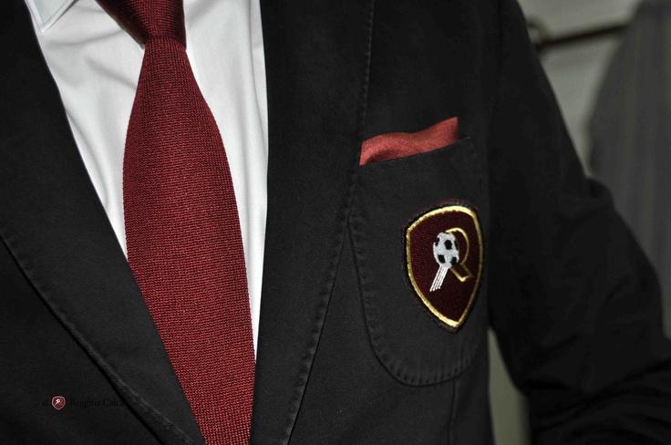 Reggina Calcio indossa divise formali e occhiali I-I