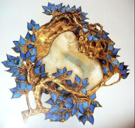 Lalique's brooch