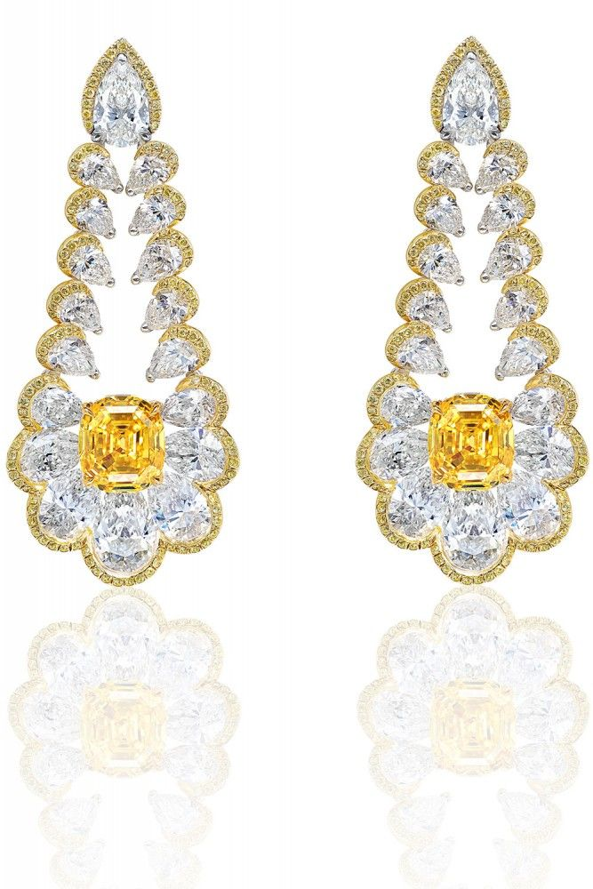 Chopard earrings in 18k yellow gold set with yellow diamonds, 2 yellow cushion cut diamonds (6.52 carats) and 36 pear shaped diamonds