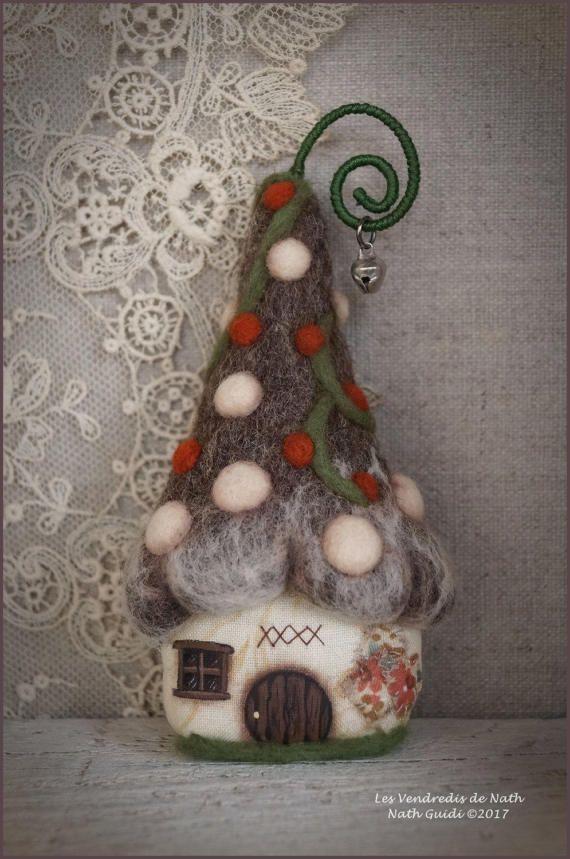 petite maison de lutin porte bonheur laine par lesvendredisdenath felt and cloth my work. Black Bedroom Furniture Sets. Home Design Ideas