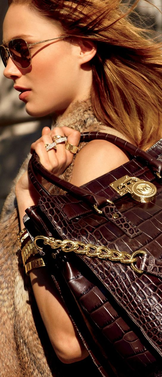 OMG If I had this bag I would run into Monday with it. Such a classy, work-wise accessory. Karmen Pedaru for Michael Kors