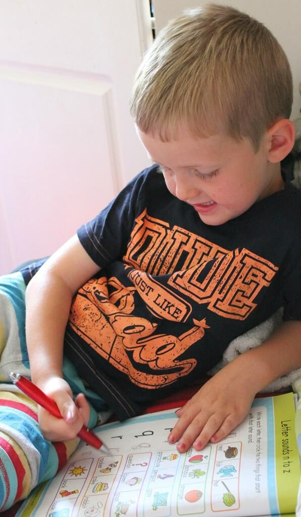 already getting stuck into his @parragonbooks #SummerWithGoldStars challenge with his book from #britmumslive :)