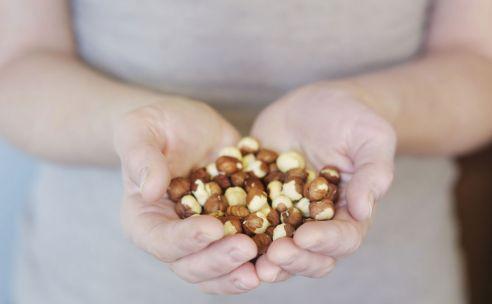 Jekunt zelf van alles doen om een lager cholesterol en een lagere bloeddruk te bewerkstelligen.We zetten een aantal handige tips op een rijtje.