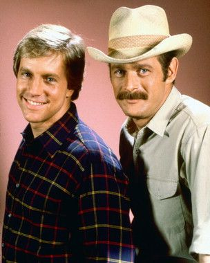 Simon & Simon tv - Google Search - 1981-1995.  This show was about 2 brothers who run a private detective agency.