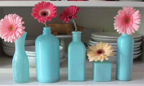 Turn leftover/mismatched vases into coordinating vessels for a casual event with paint from Design Master Color Tool. Click to learn how: http://relish.com/articles/easy-craft-project-diy-bud-vases/
