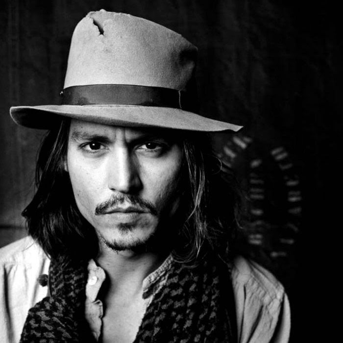 Johnny Depp blanco y negro con sombrero