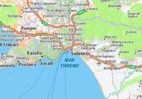 Flottieljezeilen in Italie langs de kust van Amalfi vanuit Salerno naar de Golf van Napels