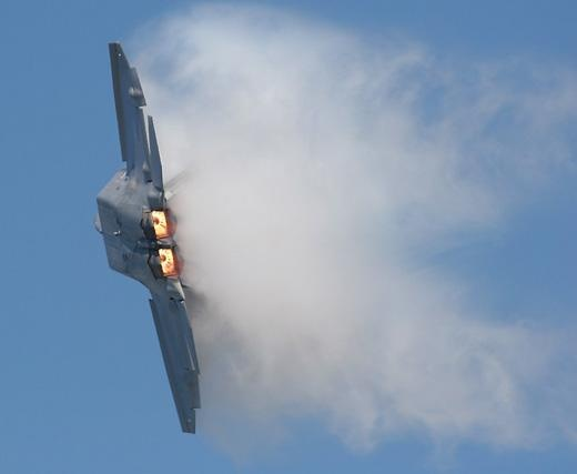 While the F-22 may resemble the F-15, its stealth, intelligence, and maneuverability guarantees that it outclasses all other U.S. fighters.: Pointmugu2007 Highlights F22, Metals, Kool Stuff, F 22 Raptors, Spaces Magazines, Military Stuff, Military Hardware, Spaces Museums, F22 Pedal
