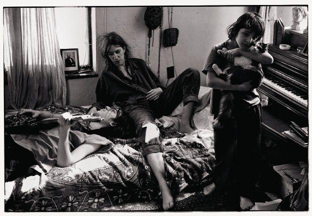 Annie Leibovitz. Патти Смит со своими детьми – Джексоном и Джесси, Сент-Клэр-Шорс, Мичиган. 1996  Хромогенный  отпечаток