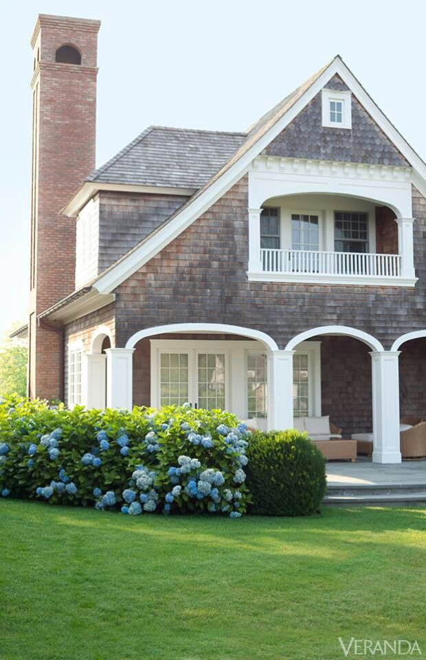 Dream houses shingled veranda magazine cottage style for Home and cottage magazine
