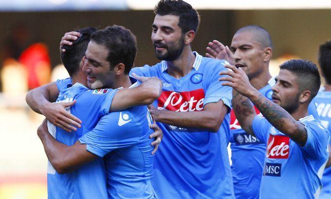 L'attaccante argentino realizza il suo primo gol con la maglia del Napoli, il centrocampista slovacco firma la seconda doppietta in due part...