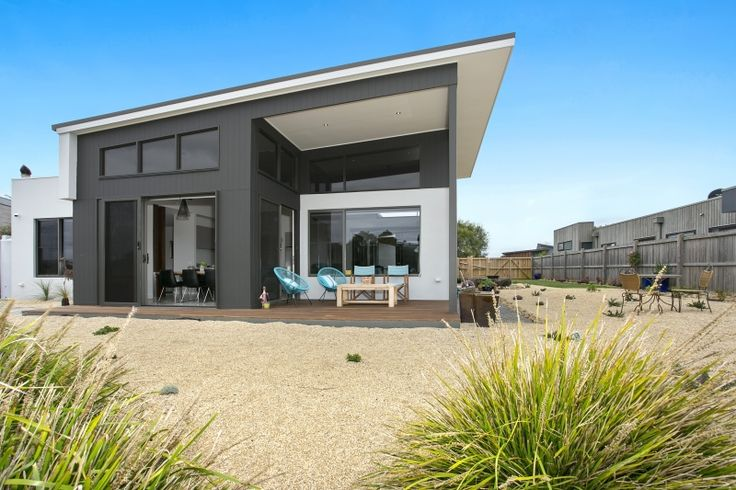 The Sands Torquay - Custom designed home overlooking the golf course and water reserve.  Design & Construct by Pivot Homes.#pivothomes #beachhouse #coastalhome #singlestorey #dreamhome #australianhome #surfcoast #homedesign