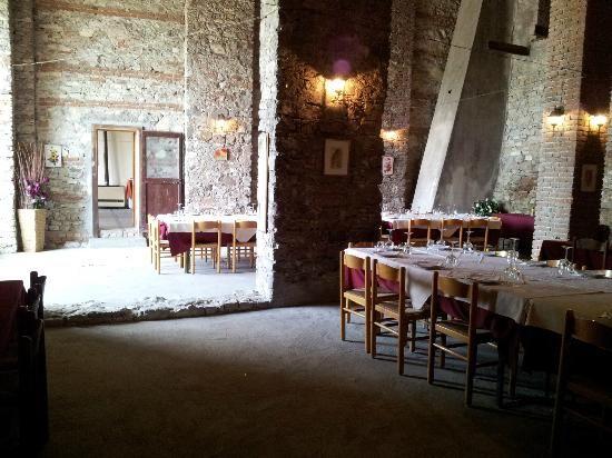 Immagine di Vino dei Frati, Santa Maria della Versa: Dehor Estivo - Guarda i 647 video e foto amatoriali dei membri di TripAdvisor su Vino dei Frati.