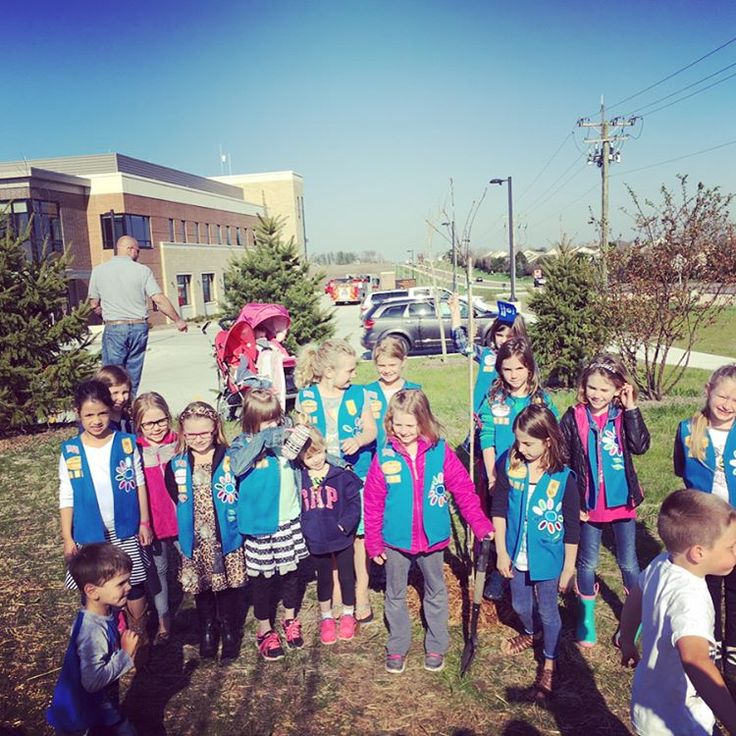 Here's our Flashback Friday post - Earth Day 2016 ! iTrees.com was so happy to collaborate with the Girl Scouts and Waubonsee Community College last year, planting trees and making our earth just that much more beautiful! Tomorrow is Earth Day 2017! What will you do to celebrate? #itrees #itreeschicago #chicagolandtrees #illinoistrees #itreesearthday #earthday2016 #earthday2017 #plantatree #treeplanting #keepearthbeautiful #girlscouts #waubonseecommunitycollege #treestuff #fbf