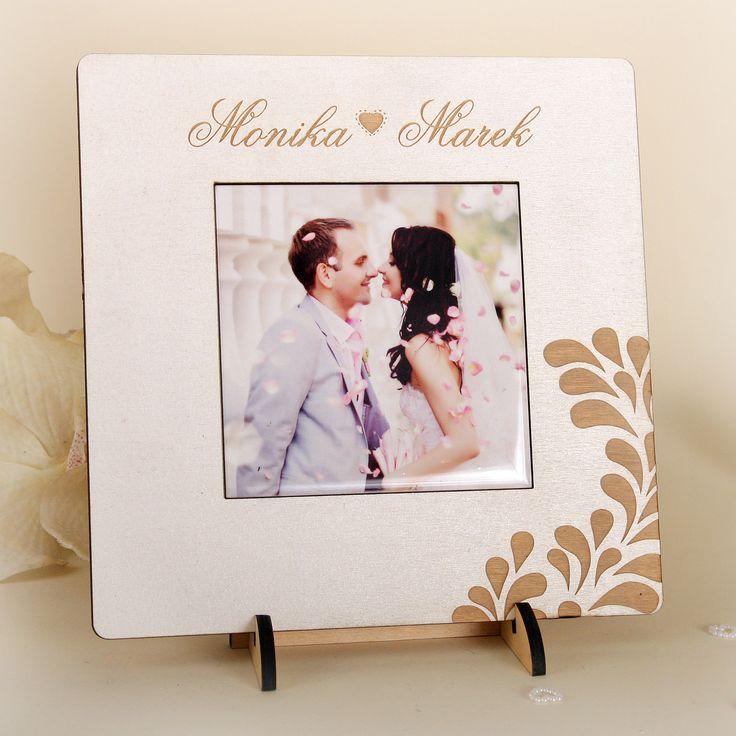Ramka ze zdjęciem ślubnym wykonanym na ceramice.