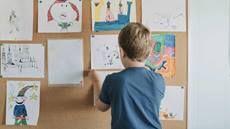 """Los trastornos del habla y del lenguaje dificultan que los niños procesen la información y que puedan """"expresarse"""". Las dificultades de atención, como el TDAH, también pueden provocar este efecto. Conozca cómo se diferencian."""