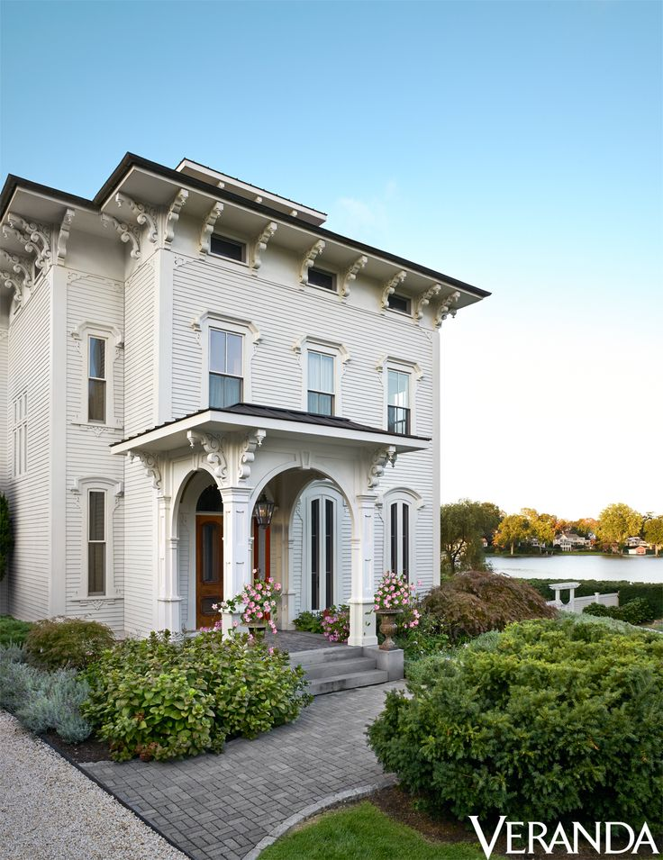 Beautiful Exterior Home Design Trends: 1000+ Ideas About Benjamin Moore White On Pinterest