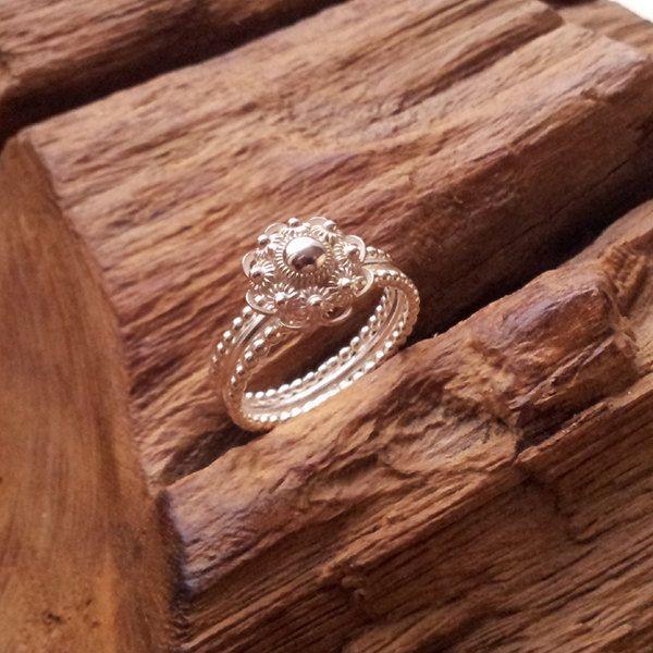 Traditional Dutch Zeeuwse knoop ring.