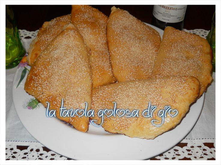 calzoni+al+forno+siciliani+con+semi+di+sesamo