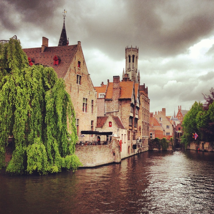 You don't have to be a photographer to get great shots in Brugge--just stick your camera out and click.