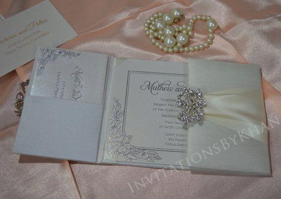Esto es un doblez de la puerta hecha a mano imitación seda de la invitación con impresionante adorno de diamantes de imitación y puede ser modificado para requisitos particulares. Puede elegir cualquier color de su elección de nuestra gama extensa de la hermosa colección de seda y cintas de raso adornos doble impresionante. ♥♥♥♥♥♥♥♥♥♥♥♥♥♥♥♥♥♥♥♥♥♥♥♥♥♥♥♥♥♥♥♥♥♥♥♥♥♥♥♥♥♥♥♥♥♥♥♥♥♥♥♥♥♥♥♥♥♥♥♥♥♥♥♥ El precio mencionado es para pedido mínimo de 50 piezas.  POR FAVOR NO COMPRE ESTE LISTADO. SI DESEA…