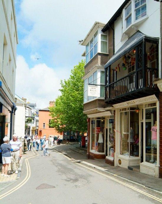 A rare moment of calm in Salcombe's main street - A Perfect British Day in Salcombe, Devon, UK #perfectdays #salcombe #devon