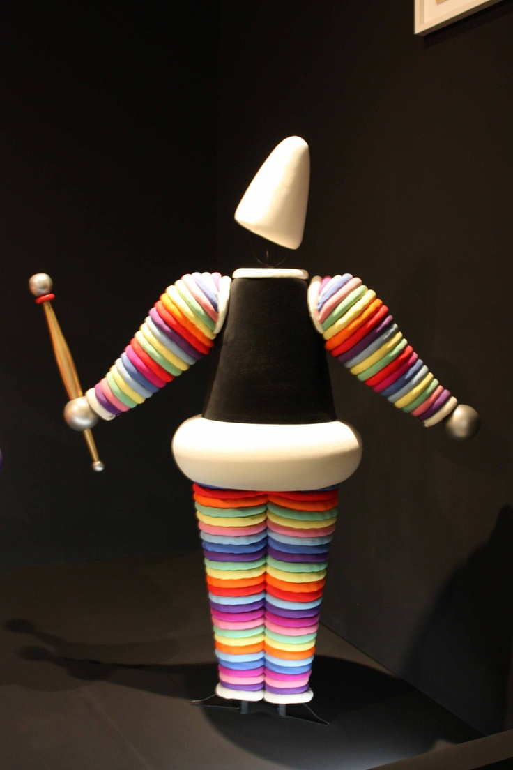 PAINTING TRIADIC COLORS--------------Oscar Schlemmer -Triadic Ballet