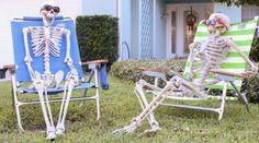 Un peu de récup', un brin d'imagination et vous allez pouvoir rendre votre maison terrifiante pour 3 fois rien. Découvrez dès maintenant 18 décorations d'halloween effrayantes et faciles à faire :-)  Découvrez l'astuce ici : http://www.comment-economiser.fr/18-decorations-hallowen-facile-a-faire.html?utm_content=bufferb0af5&utm_medium=social&utm_source=pinterest.com&utm_campaign=buffer
