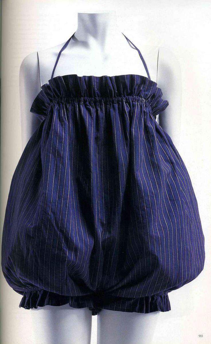 Купальный костюм. Клэр МакКэрделл, 1950-1954. Темно-синий хлопчатобумажный миткаль с тонкой белой полоской, стиль детской одежды.