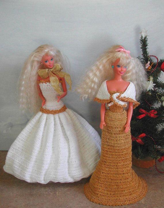(1) CROCHET mode - 485 vacances robes #4 pour 11 1/2 poupées de mode tels que Barbie-Original Design de ICS Original Designs - faire avec #10 Crochet fil.  Si vous aimeriez avoir les motifs vous livrerai plutôt que de livraison expédié par la poste sera libre, mais sil vous plaît laissez-moi savoir avec votre paiement que cest ce que vous voulez.  Les acheteurs à lextérieur des USA-motifs sont disponibles par courriel seulement  CES MODÈLES SONT POUR USAGE PERSONNEL SEULEMENT ET NE SONT PAS…