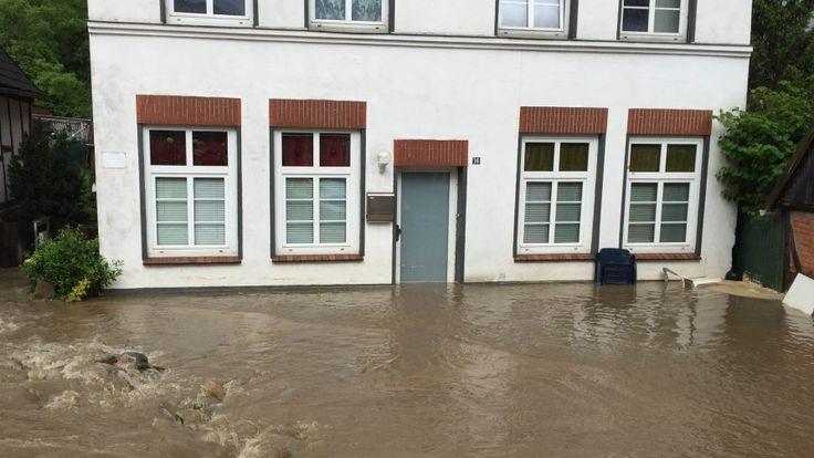 Unwetter in SH und HH: Mit Video: Wo Gewitter und Regen in der Nacht die Feuerwehr forderten   shz.de