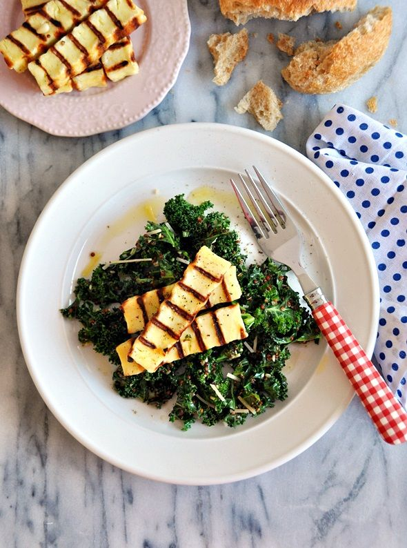 How to make raw kale taste good other than juicing? Try homemade pesto marinated kale with quinoa and haloumi salad. @Emily Tan | Fuss Free Cooking #kale #salad #vegetarian
