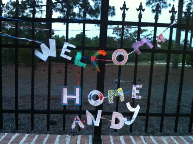 Welcome home signs military pinterest crafts for Military welcome home party decorations