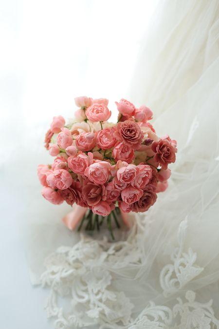 紅茶色とサーモンピンクのブーケ : 一会 ウエディングの花