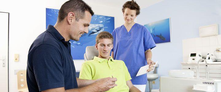 In seiner Nürnberger Zahnarztpraxis bietet Dr. Popp eine ganzheitliche Zahnmedizin an.